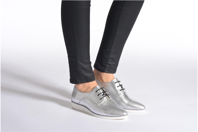 Chaussures à lacets Clarks Cressida Grace Argent vue bas / vue portée sac