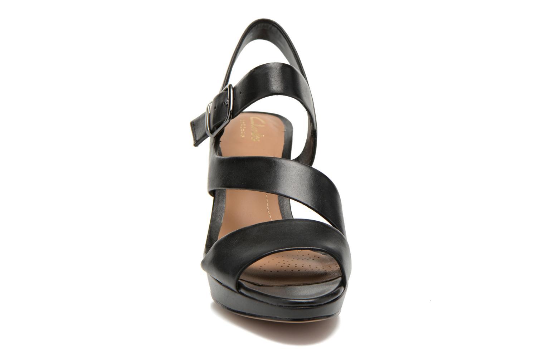 Sandales et nu-pieds Clarks Jenness Soothe Noir vue portées chaussures