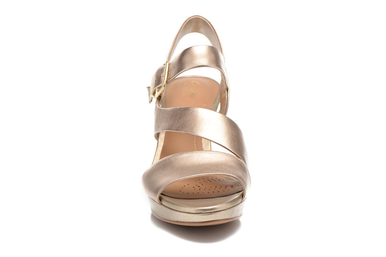Sandales et nu-pieds Clarks Jenness Soothe Or et bronze vue portées chaussures