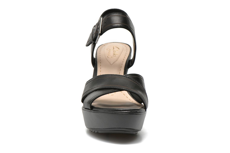 Sandales et nu-pieds Clarks Scent Sky Noir vue portées chaussures