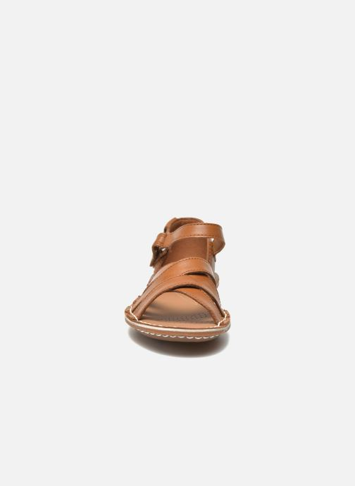Sandals Clarks Tustin Sahara Brown model view