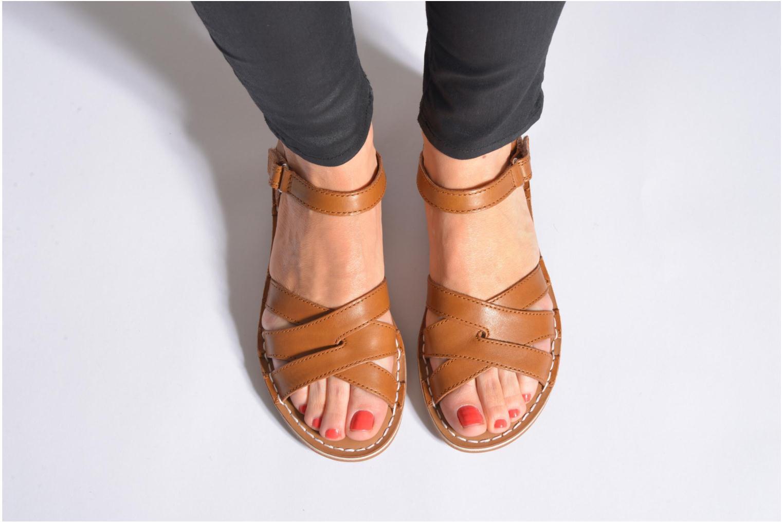 Sandales et nu-pieds Clarks Tustin Sahara Marron vue bas / vue portée sac