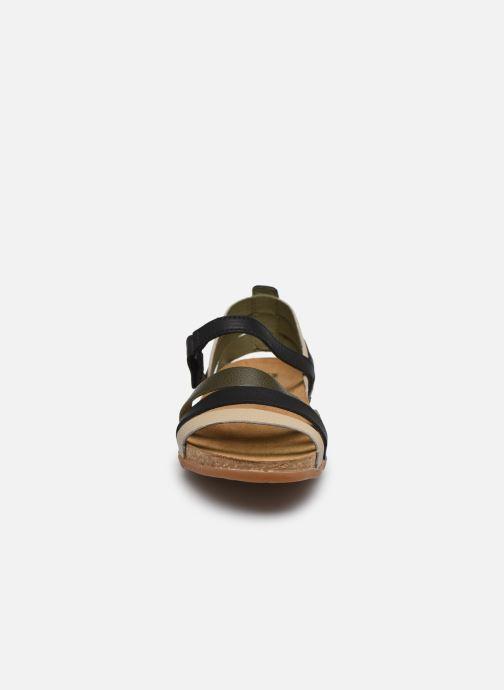 Sandales et nu-pieds El Naturalista Zumaia NF42 Noir vue portées chaussures
