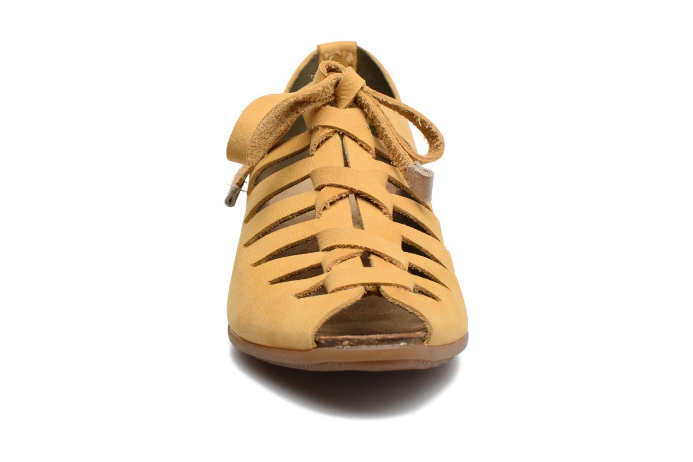 Zapatos con cordones El Naturalista Stella ND52 Amarillo vista del modelo