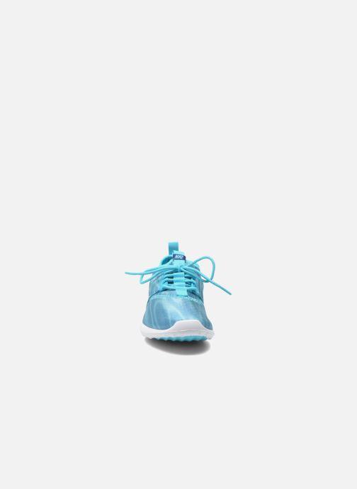 Sneakers Nike Wmns Nike Juvenate Print Azzurro modello indossato