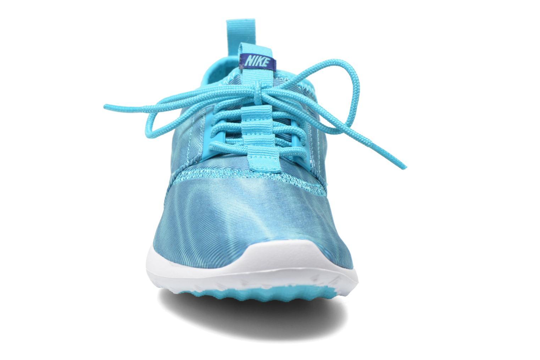Baskets Nike Wmns Nike Juvenate Print Bleu vue portées chaussures