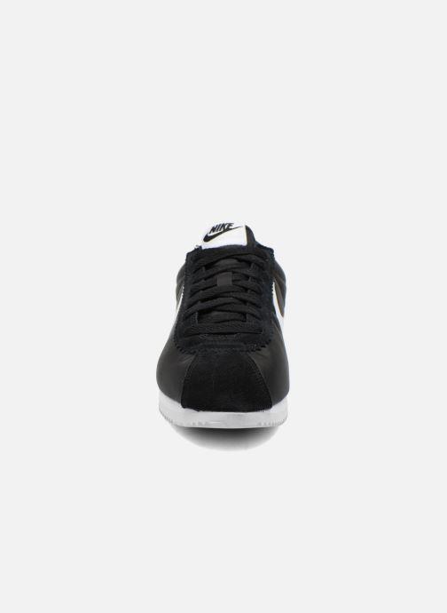 Deportivas Nike Classic Cortez Nylon Negro vista del modelo