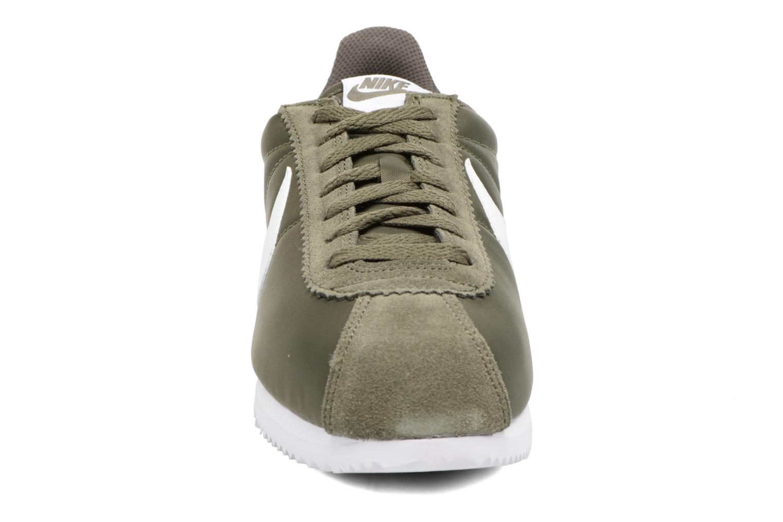 Deportivas Nike Classic Cortez Nylon Verde vista del modelo