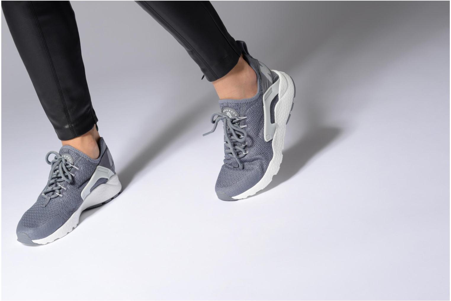 Baskets Nike W Air Huarache Run Ultra Noir vue bas / vue portée sac