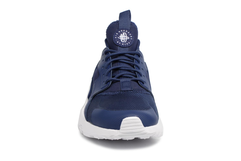 Baskets Nike Nike Air Huarache Run Ultra Bleu vue portées chaussures