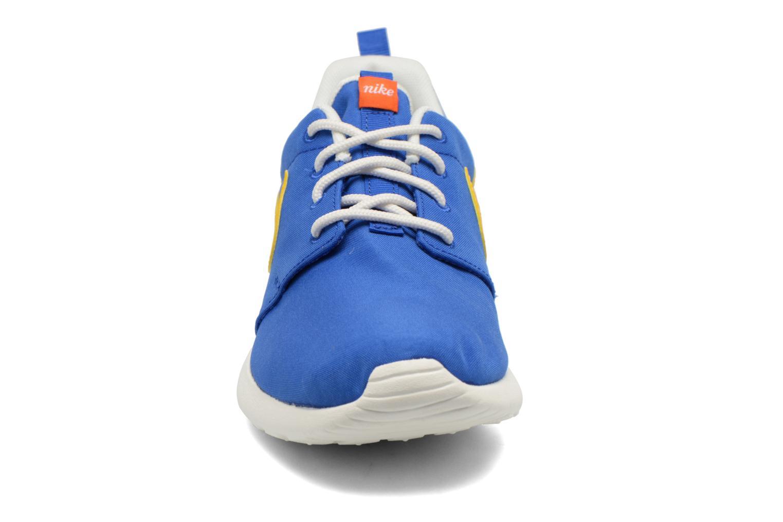 Baskets Nike Wmns Nike Roshe One Retro Bleu vue portées chaussures