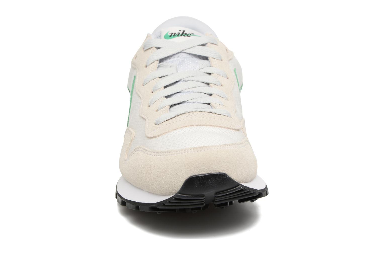 Baskets Nike Nike Air Pegasus 83 Blanc vue portées chaussures