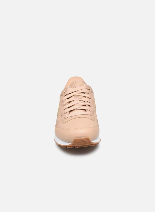 Baskets Nike W Internationalist Prm Beige vue portées chaussures
