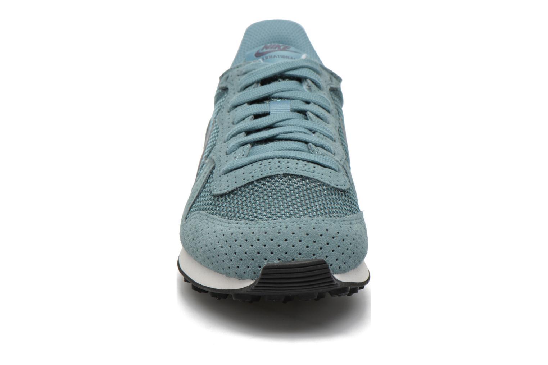 Baskets Nike W Internationalist Prm Bleu vue portées chaussures