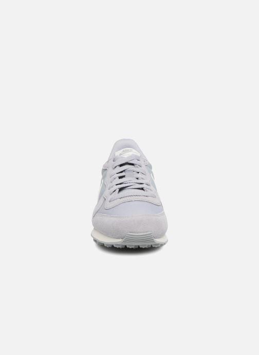 Baskets Nike Wmns Internationalist Gris vue portées chaussures