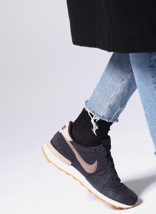 Sneaker Nike Wmns Internationalist weiß ansicht von unten / tasche getragen