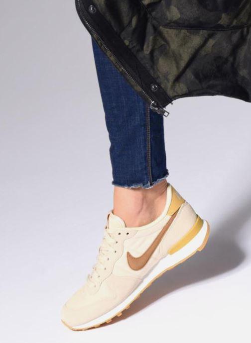 Sneaker Nike Wmns Internationalist beige ansicht von unten / tasche getragen