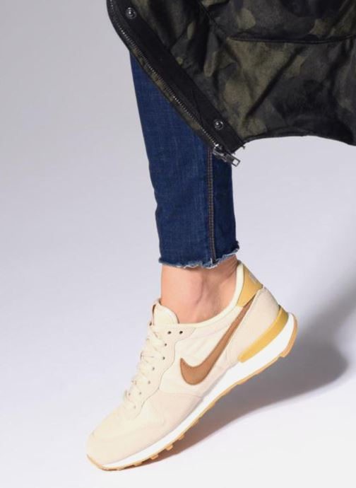 Trainers Nike Wmns Internationalist Beige view from underneath / model view