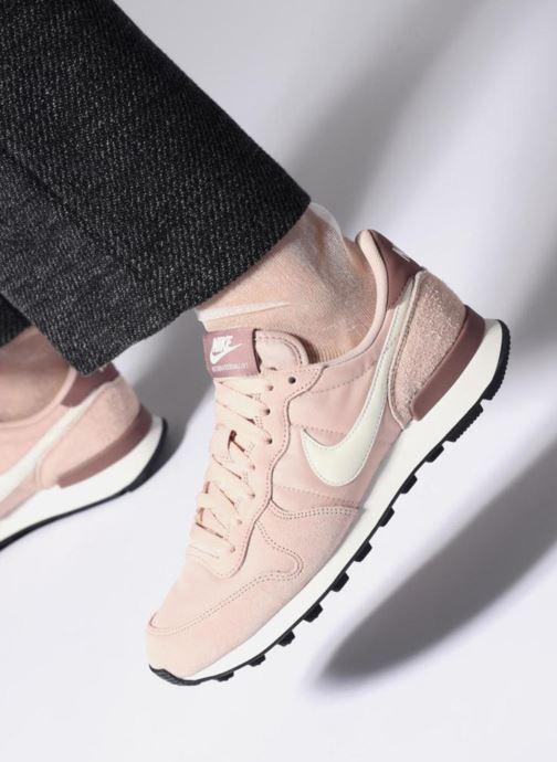 Sneaker Nike Wmns Internationalist rosa ansicht von unten / tasche getragen