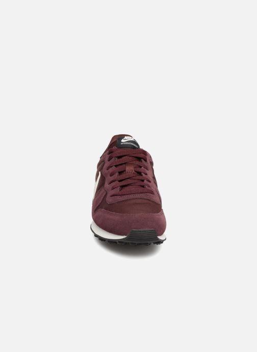 Baskets Nike Wmns Internationalist Bordeaux vue portées chaussures