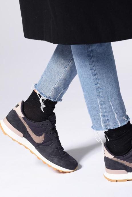 Deportivas Nike Wmns Internationalist Rosa vista de abajo