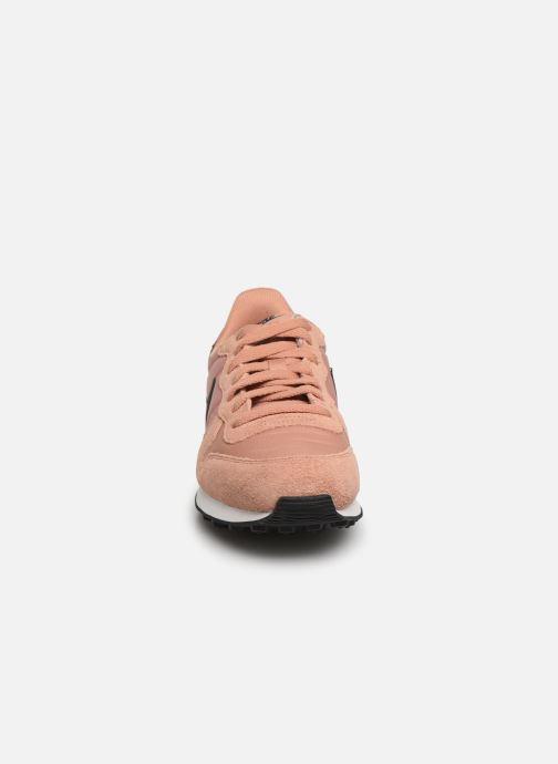 Baskets Nike Wmns Internationalist Rose vue portées chaussures