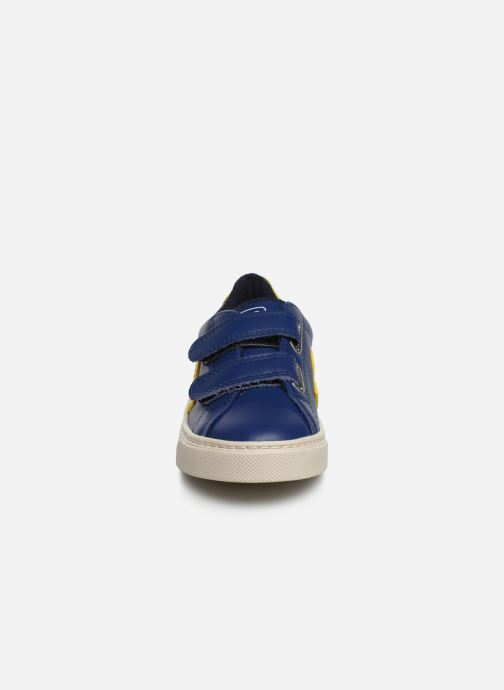 Baskets Veja Esplar Small Velcro Bleu vue portées chaussures