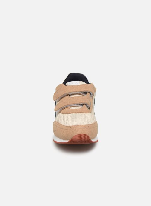 Baskets Veja Arcade Small Beige vue portées chaussures