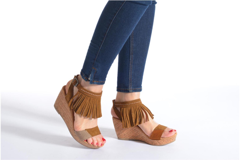Sandales et nu-pieds Minnetonka Poppy Marron vue bas / vue portée sac