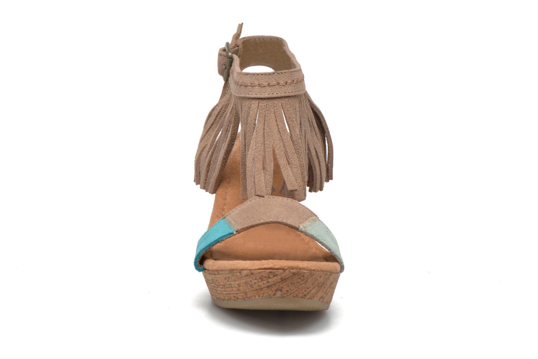 Sandales et nu-pieds Minnetonka Poppy Beige vue portées chaussures