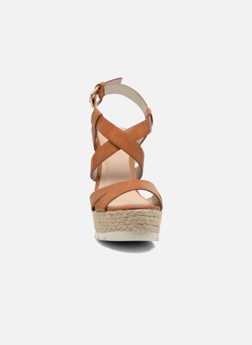 Sandales et nu-pieds Bullboxer Gazuco Marron vue portées chaussures