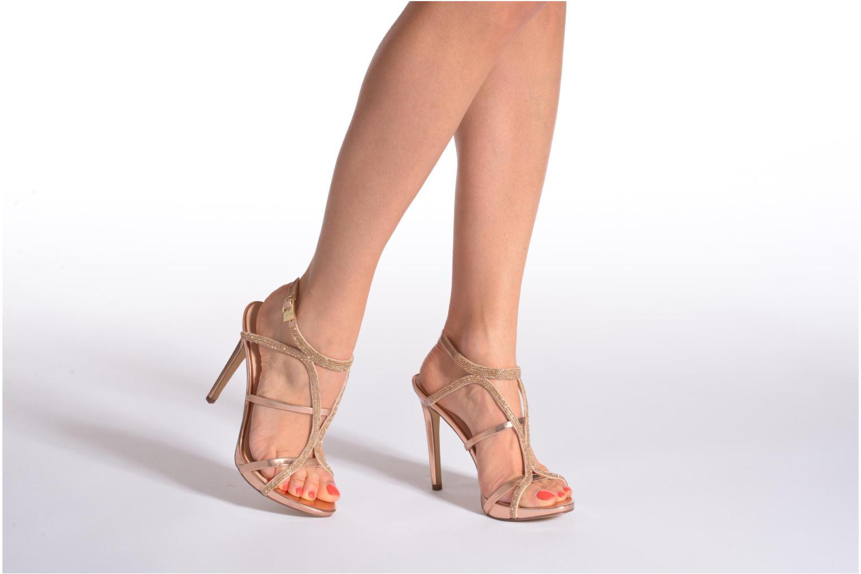 Sandales et nu-pieds Guess Adalee Noir vue bas / vue portée sac