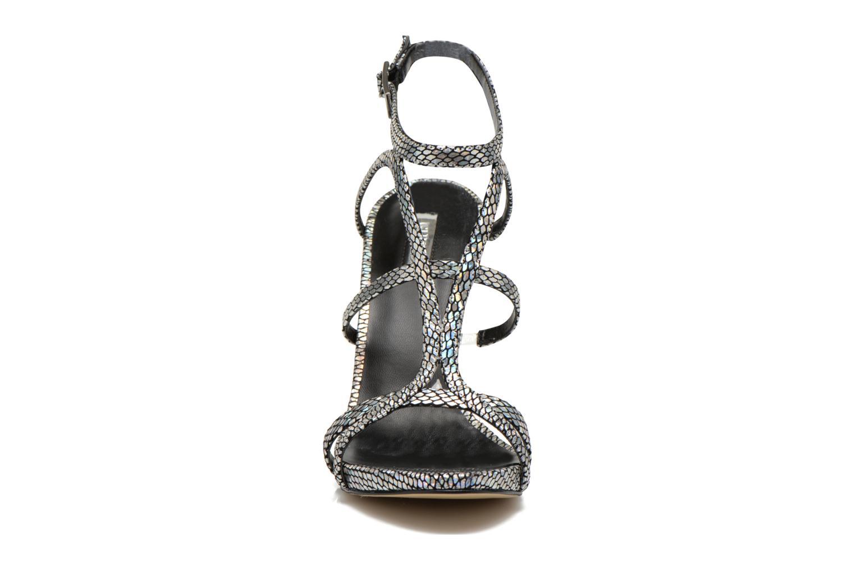 Sandales et nu-pieds Guess Adalee Noir vue portées chaussures