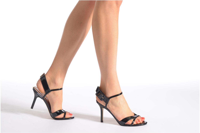 Sandales et nu-pieds Guess Deetra Beige vue bas / vue portée sac