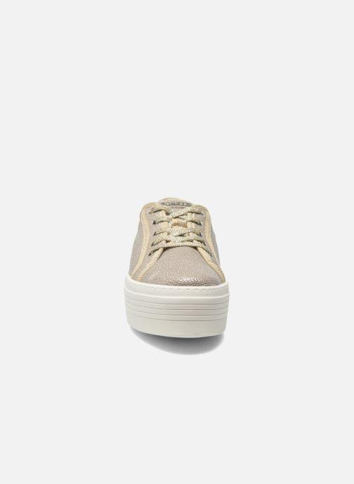 Baskets Guess Branka Or et bronze vue portées chaussures