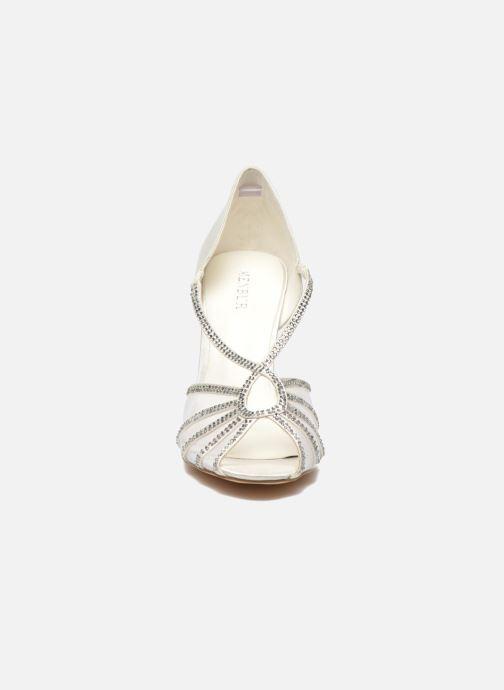 Sandalen Menbur Maribel weiß schuhe getragen