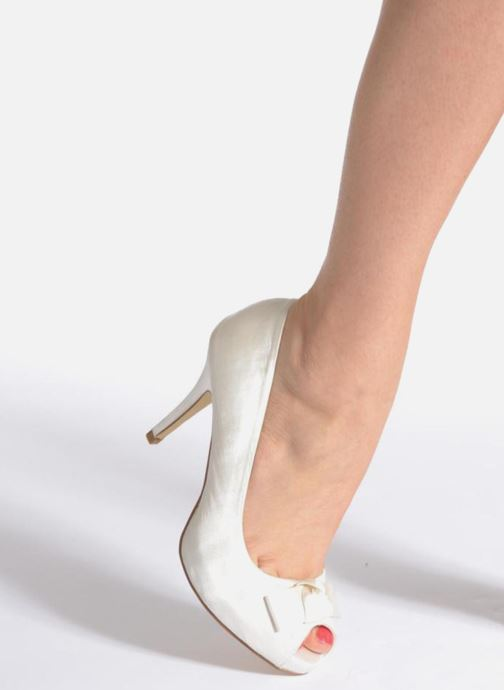 High heels Menbur Luz White view from underneath / model view
