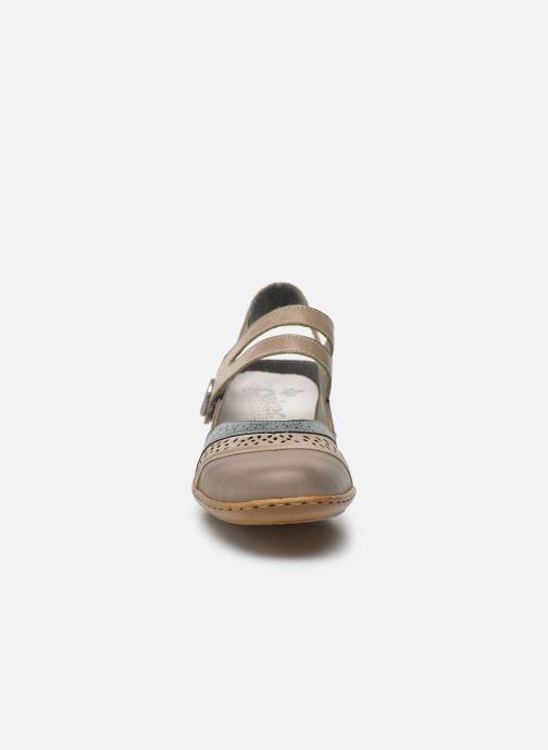 Sneakers Rieker Maki 08999 Nero modello indossato