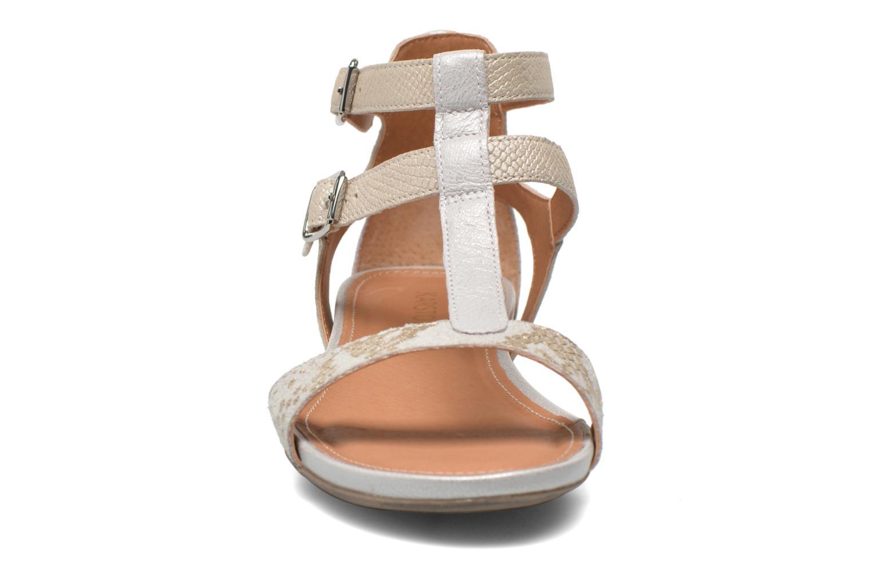 Sandales et nu-pieds Karston Kozin Beige vue portées chaussures