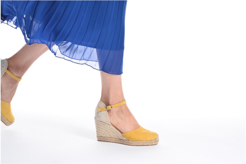 Sandales et nu-pieds Georgia Rose Iponiki Jaune vue bas / vue portée sac