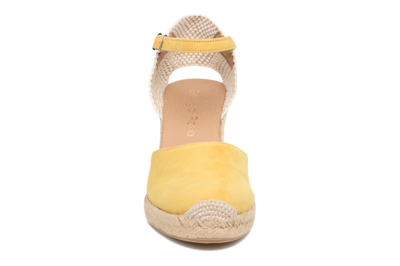 Sandales et nu-pieds Georgia Rose Iponiki Jaune vue portées chaussures