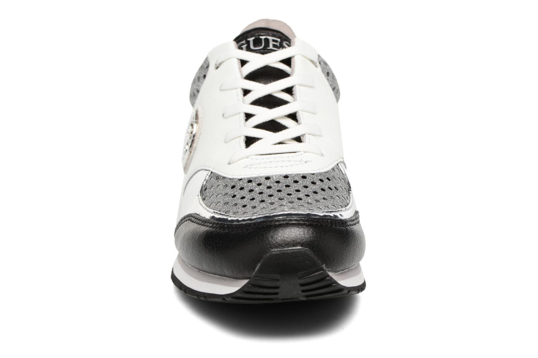 Baskets Guess Reeta Noir vue portées chaussures