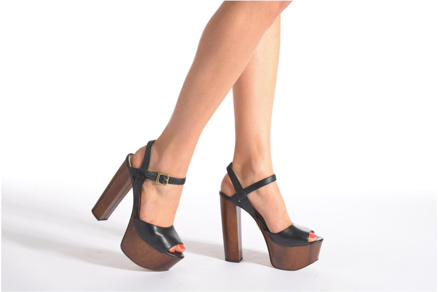 Sandals Guess Teren3 Black view from underneath / model view