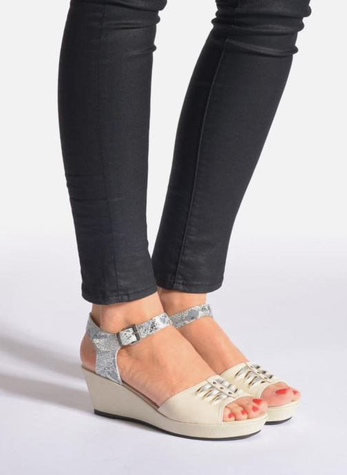 Sandals Madison Esclin Beige view from underneath / model view