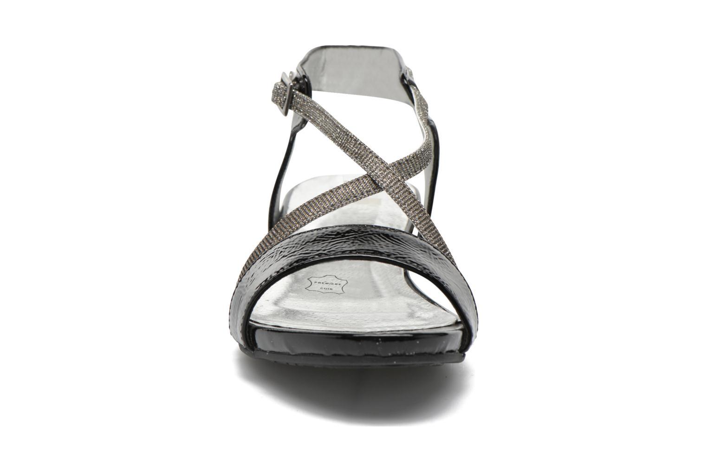 Sandales et nu-pieds Madison Emax Noir vue portées chaussures