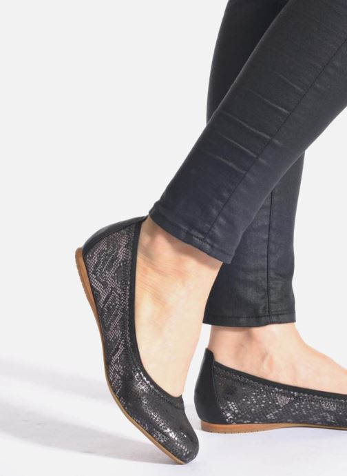 Ballet pumps Madison Claxin Black view from underneath / model view