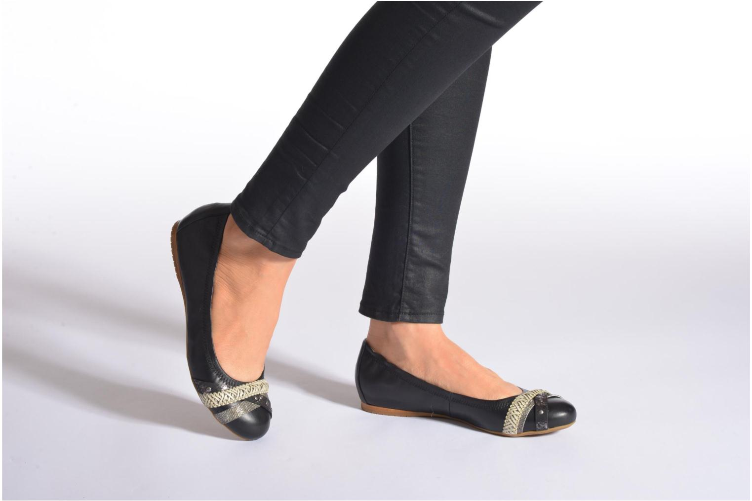 Ballet pumps Madison Clewou Black view from underneath / model view