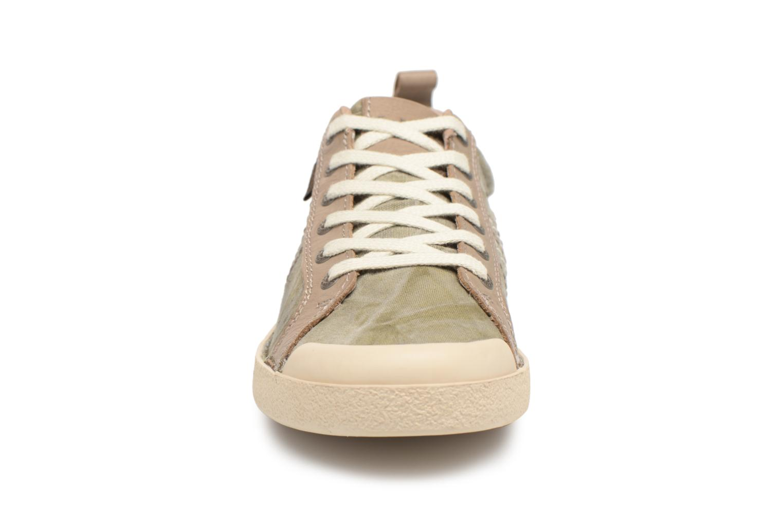 Sneaker Kickers TRIDENT grün schuhe getragen