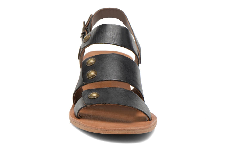 Sandales et nu-pieds Kickers Khôol Noir vue portées chaussures