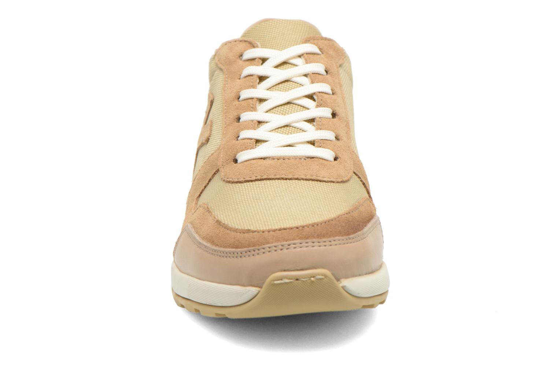 Baskets Kickers Nielo F Beige vue portées chaussures